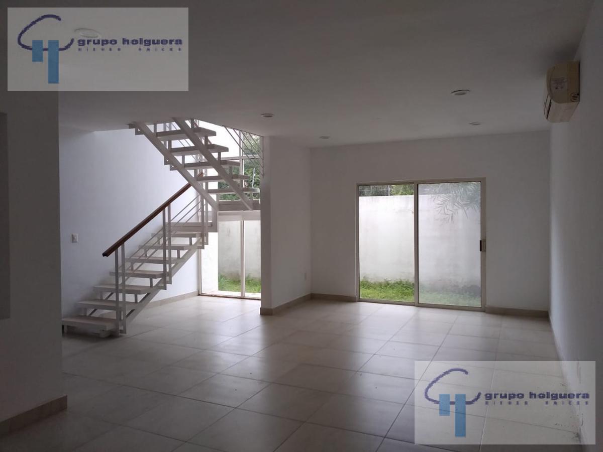 Foto Casa en Venta en  Fraccionamiento Los Encinos,  Altamira  CV-390 CASA EN VENTA EN FRACCIONAMIENTO PRIVADO LOS ENCINOS, CERCA DEL PUERTO INDUSTRIAL DE ALTAMIRA, TAMAULIPAS