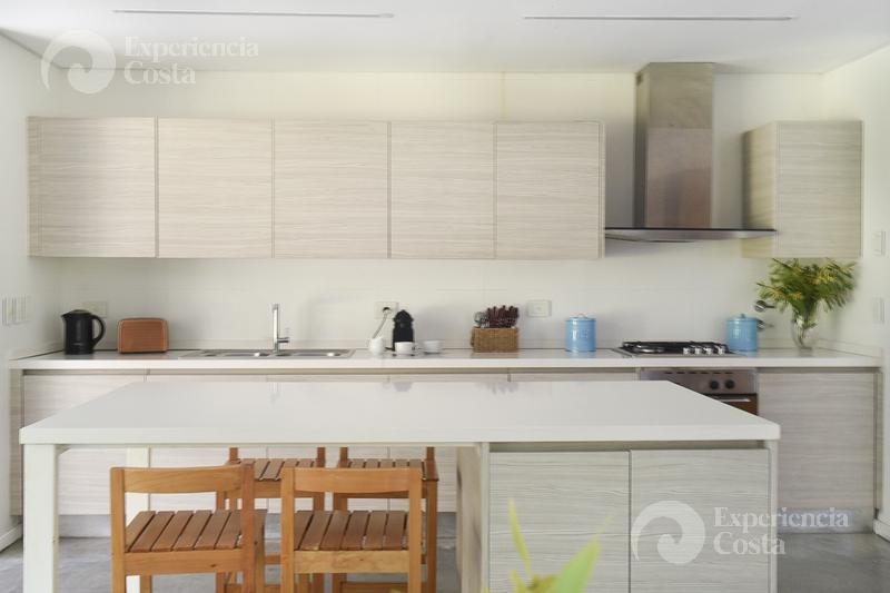 Foto Casa en Alquiler | Alquiler temporario en  Barrio Costa Esmeralda,  Pinamar  Refugio al Bosque - Golf II - L351
