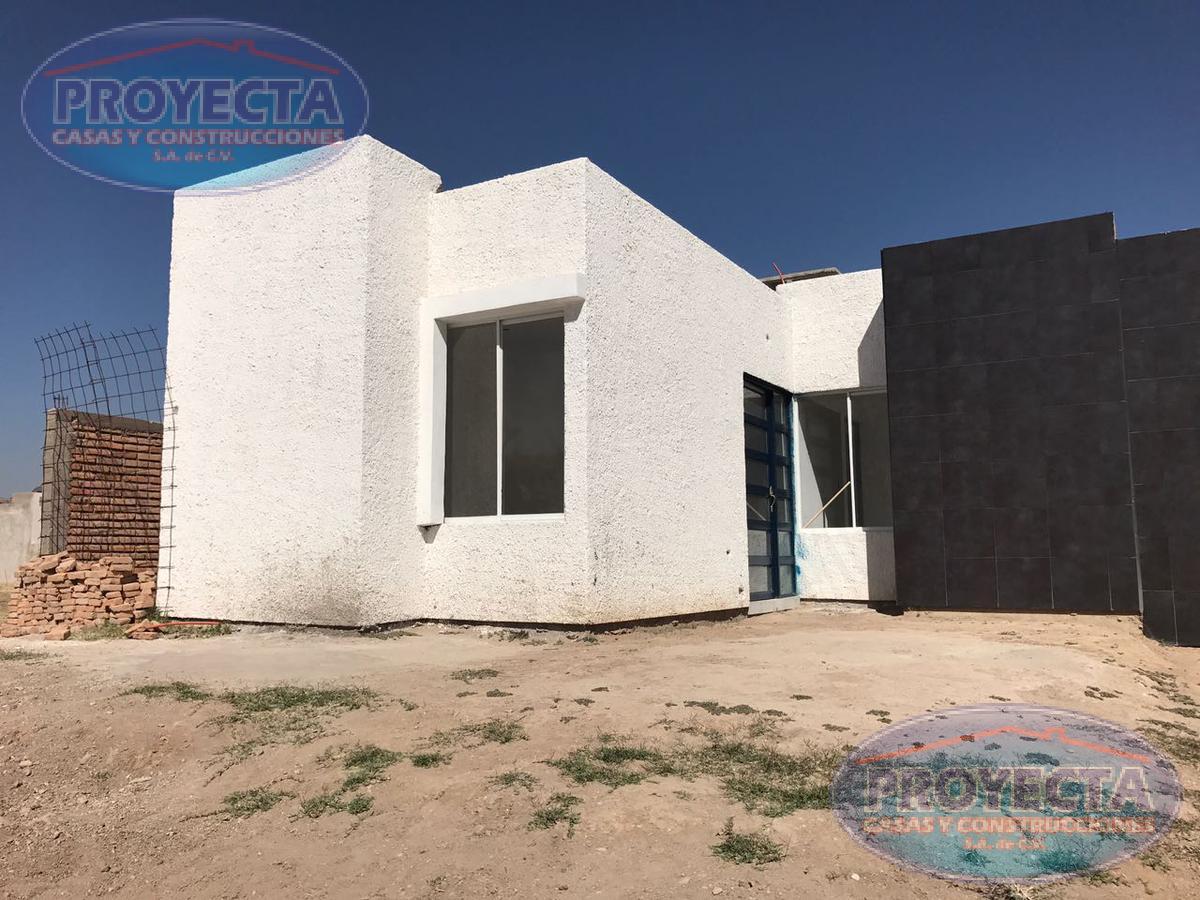 Foto Casa en Venta en  Ciudad San Isidro,  Durango  CASAS EN BLVD PRINCIPAL CON PASILLO DE SERVICIO, FRAC. CIUDAD SAN ISIDRO