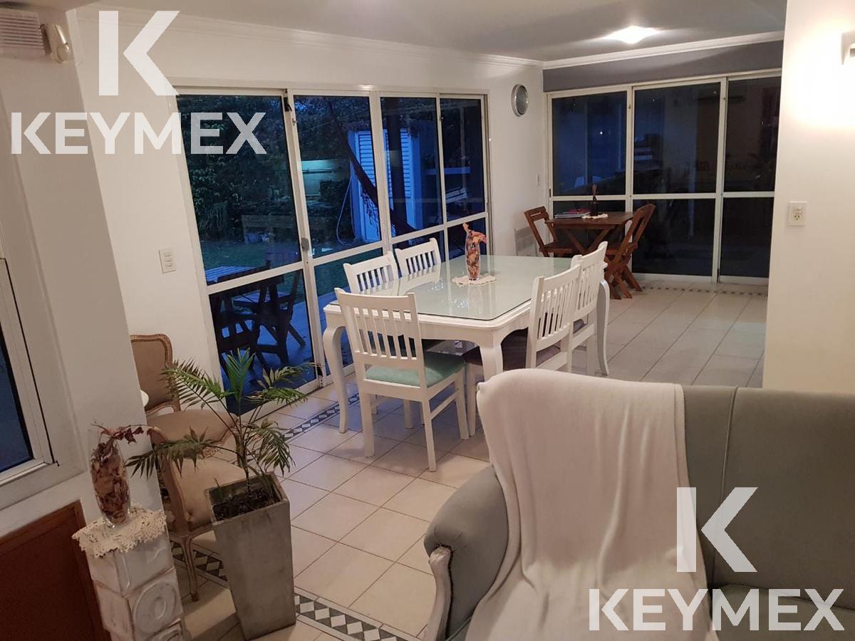 Foto Casa en Venta en  Moreno,  Moreno  LUJOSA CASA 5 AMBIENTES AMPLIO PARQUE INMEJORABLE UBICACIÓN