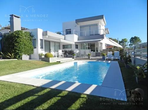 Foto Casa en Venta en  Punta Fria,  Piriápolis  Basabilbao Y Rambla De Los Ingleses 00, Piriápolis