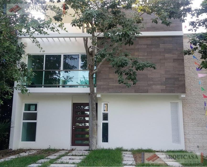 Foto Casa en Venta en  Puerto Morelos,  Cancún  CASA EN VENTA RESIDENCIAL REGATTA PUERTO MORELOS, RIVERA MAYA.