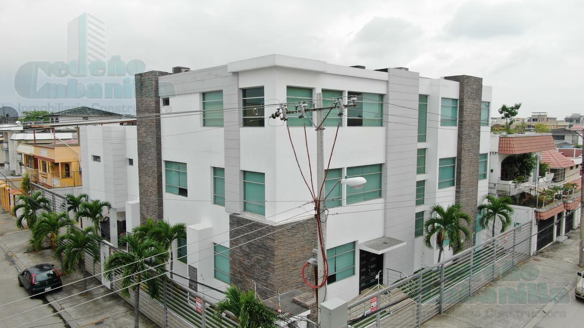 Foto Edificio Comercial en Venta en  Norte de Guayaquil,  Guayaquil  VENTA DE EDIFICIO COMERCIAL ESQUINERO IMPECABLE  GARZOTA