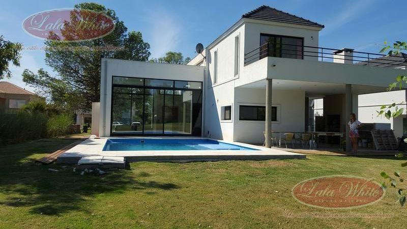 Foto Casa en Venta en  Saint Thomas,  Countries/B.Cerrado (Ezeiza)  Venta - Casa en Saint Thomas Este
