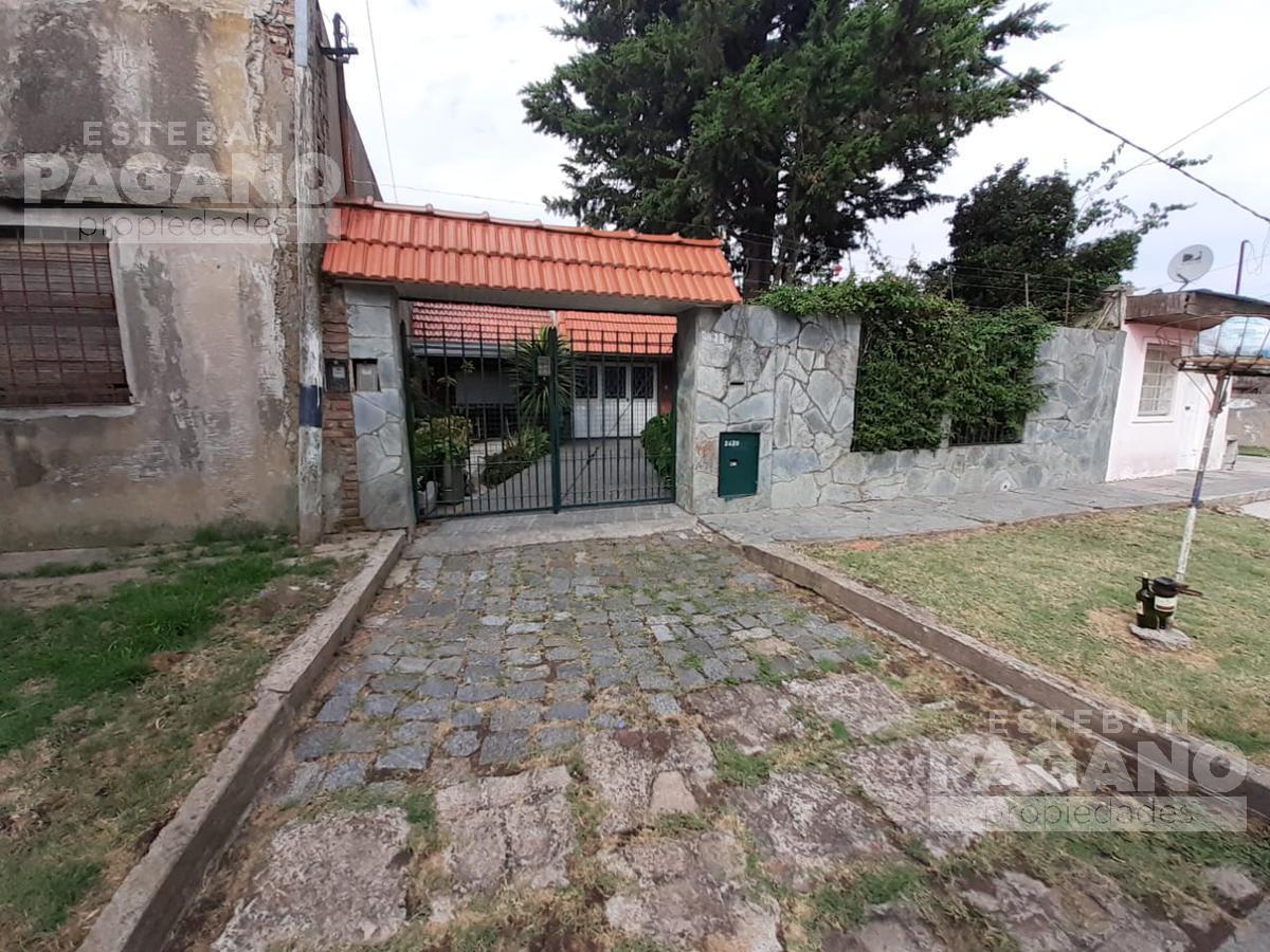 Foto Casa en Venta en  La Plata ,  G.B.A. Zona Sur  1 bis e 82 y 83 N° 2428