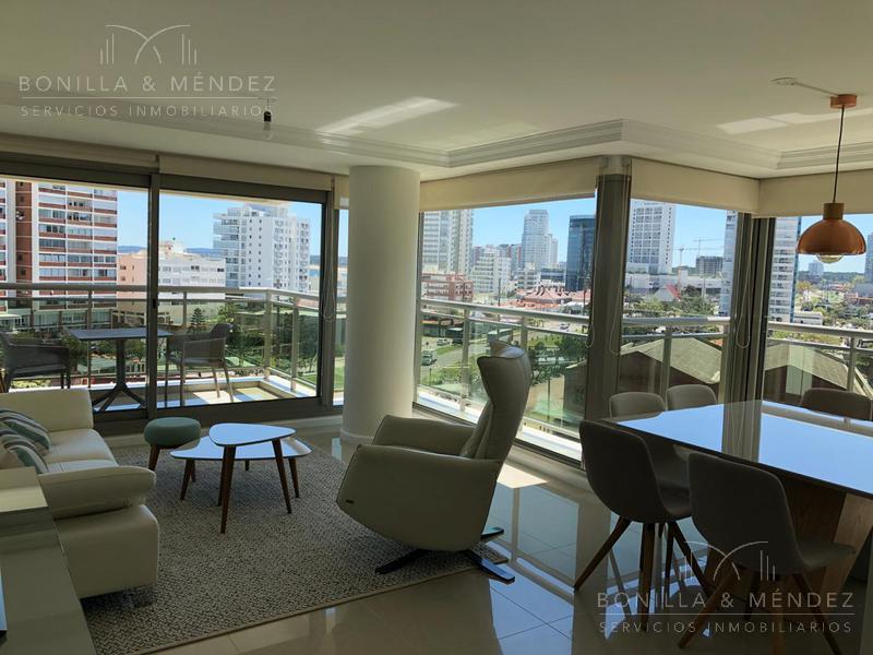 Foto Apartamento en Alquiler temporario en  Playa Brava,  Punta del Este  Boulevard Artigas y Parada 1