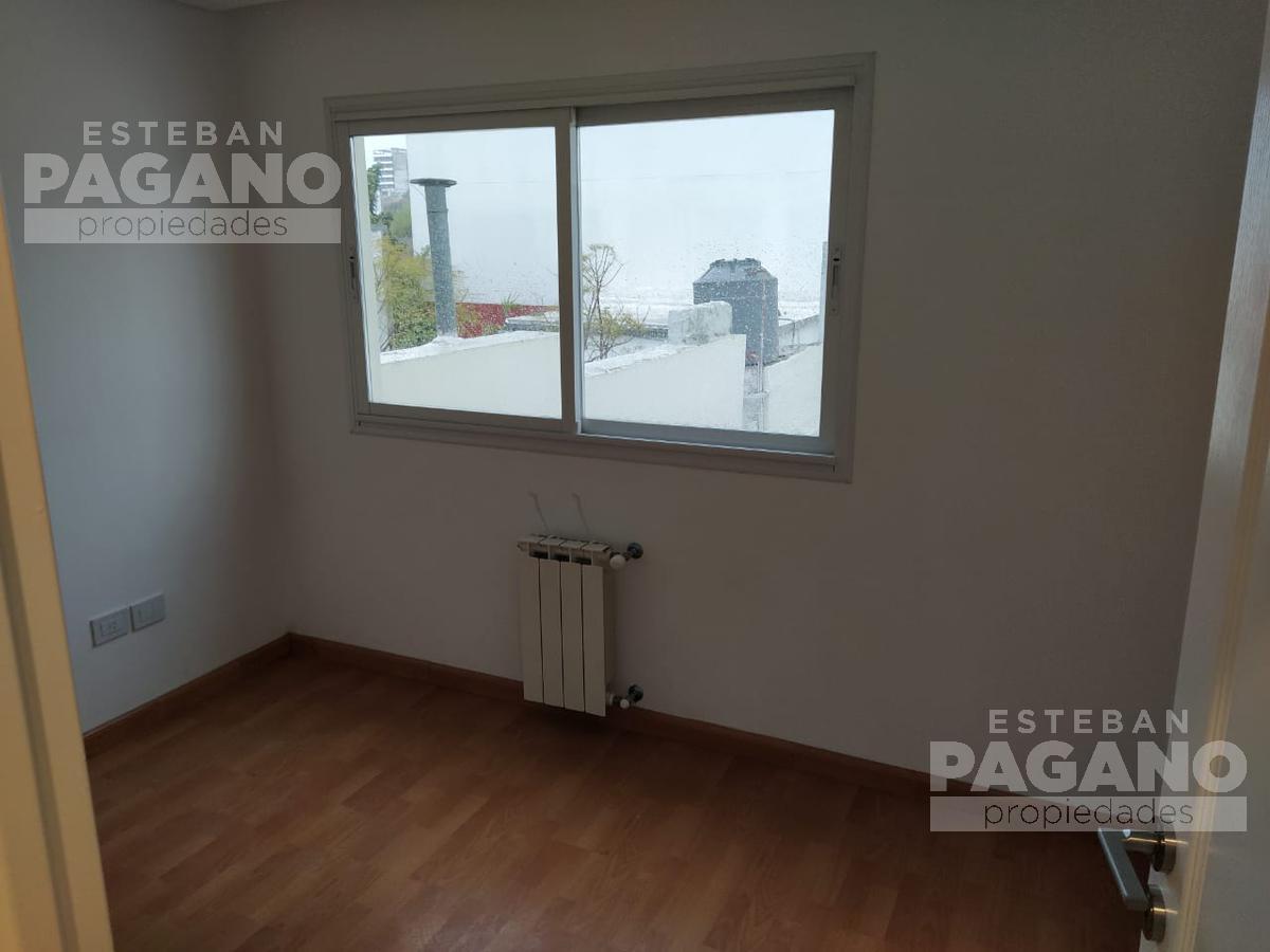 Foto Casa en Venta en  La Plata ,  G.B.A. Zona Sur  35 e 5 y 6