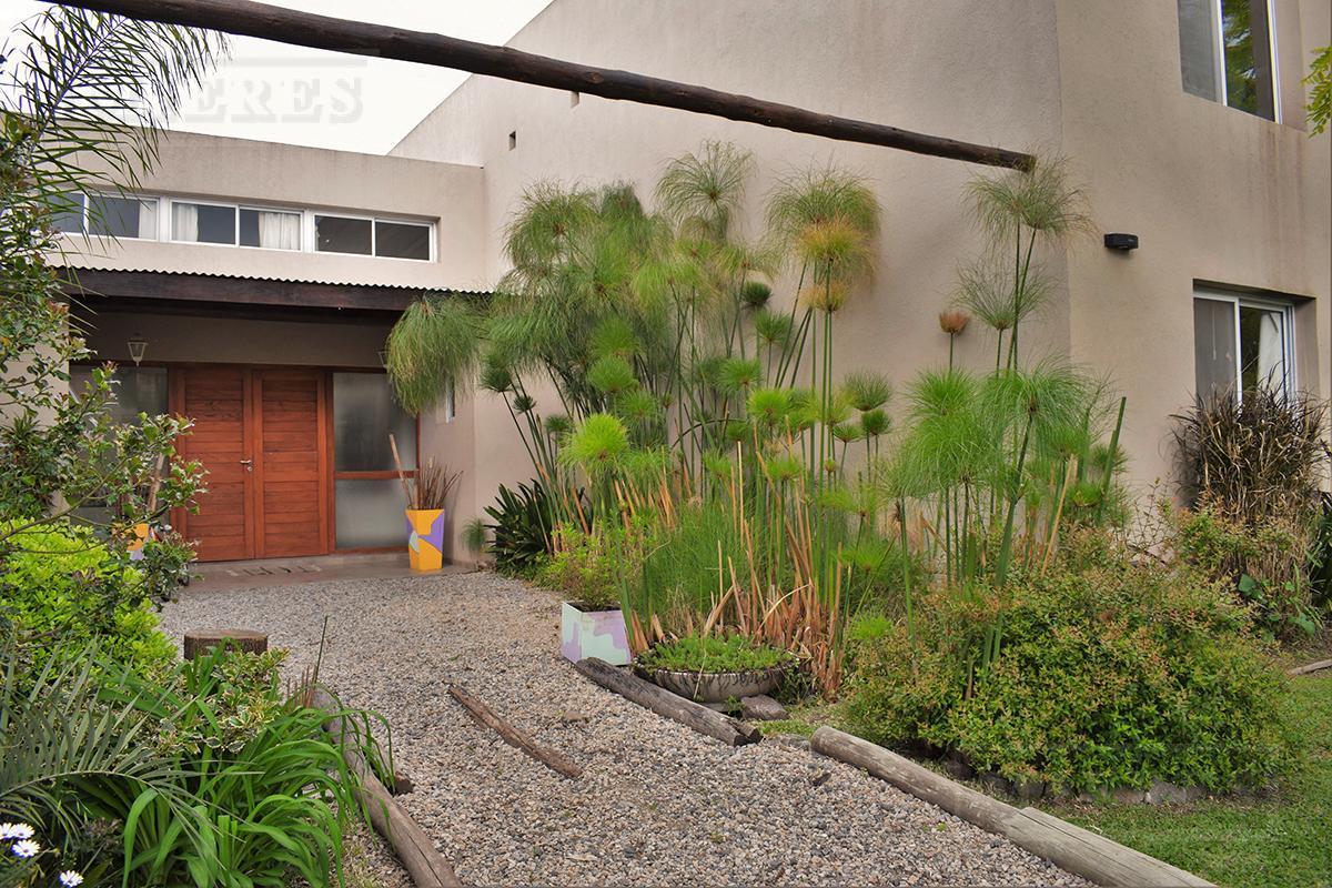Casa de 238 mts cub y 22 mts semicub en El Mirasol