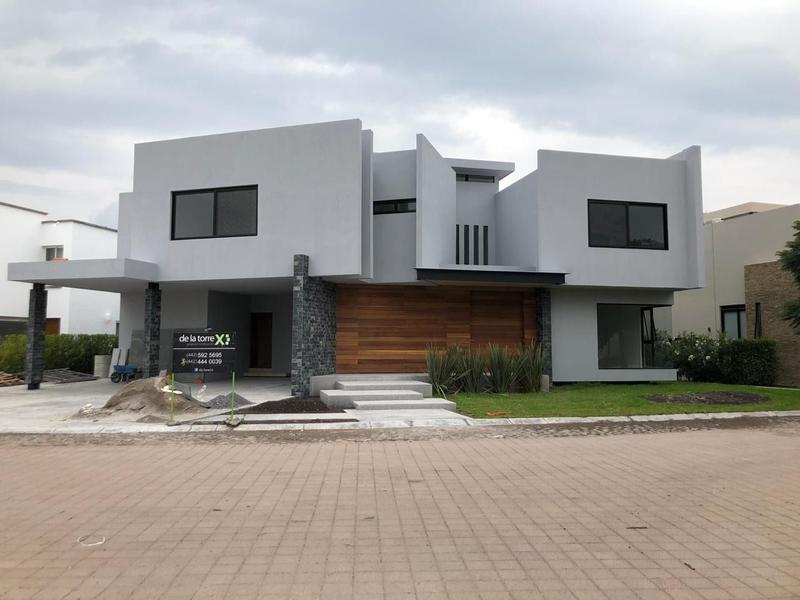 Foto Casa en Venta en  Fraccionamiento El Campanario,  Querétaro  Residencia a Estrenar en el Campanario
