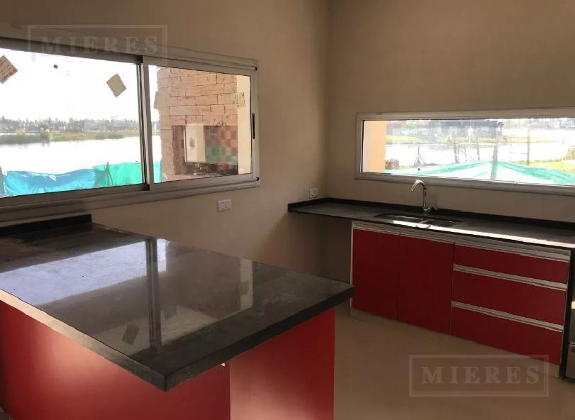 Casa en venta en el barrio San Gabriel, Villanueva a la LAGUNA!!