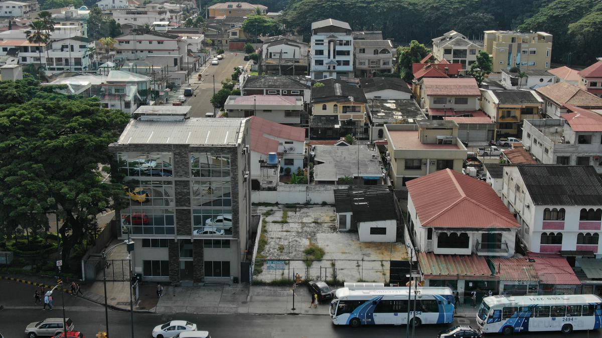 Foto Terreno en Venta en  Norte de Guayaquil,  Guayaquil  SE VENDE TERRENO EN AVENIDA FRANCISCO DE ORELLANA