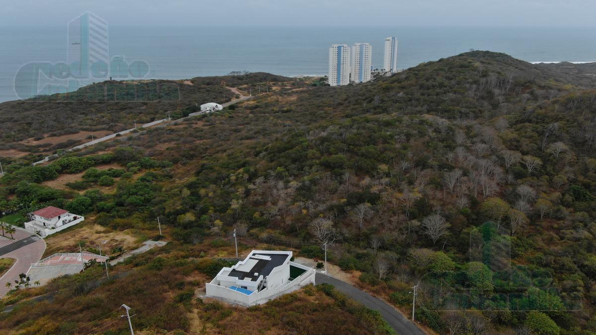 Foto Casa en Venta en  Norte de Playas,  Playas  VENTA DE VILLA CON SUITE EN PLAYAS, EXCELENTE VISTA Y SEGURIDAD