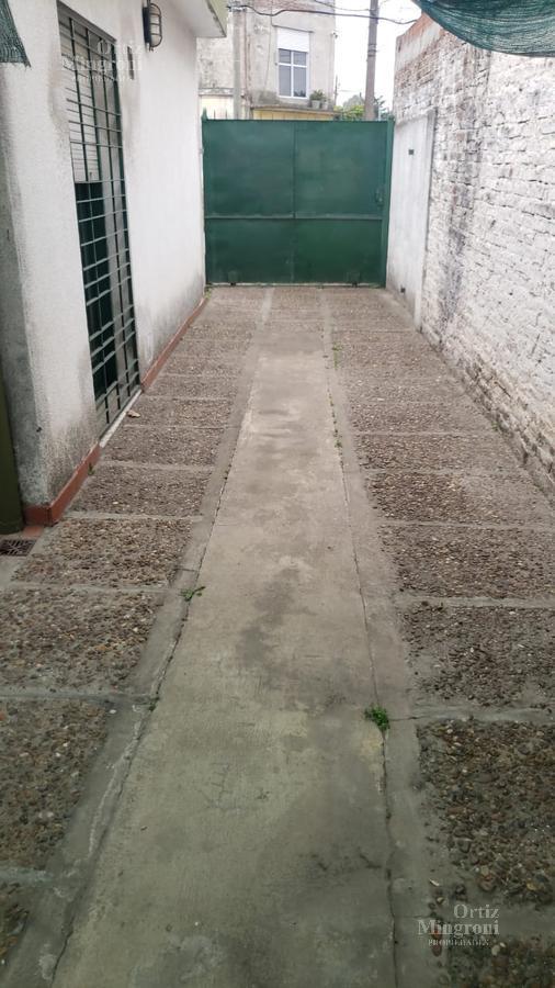 Foto Casa en Venta en  Lomas de Zamora Oeste,  Lomas De Zamora  Castelli al 2300