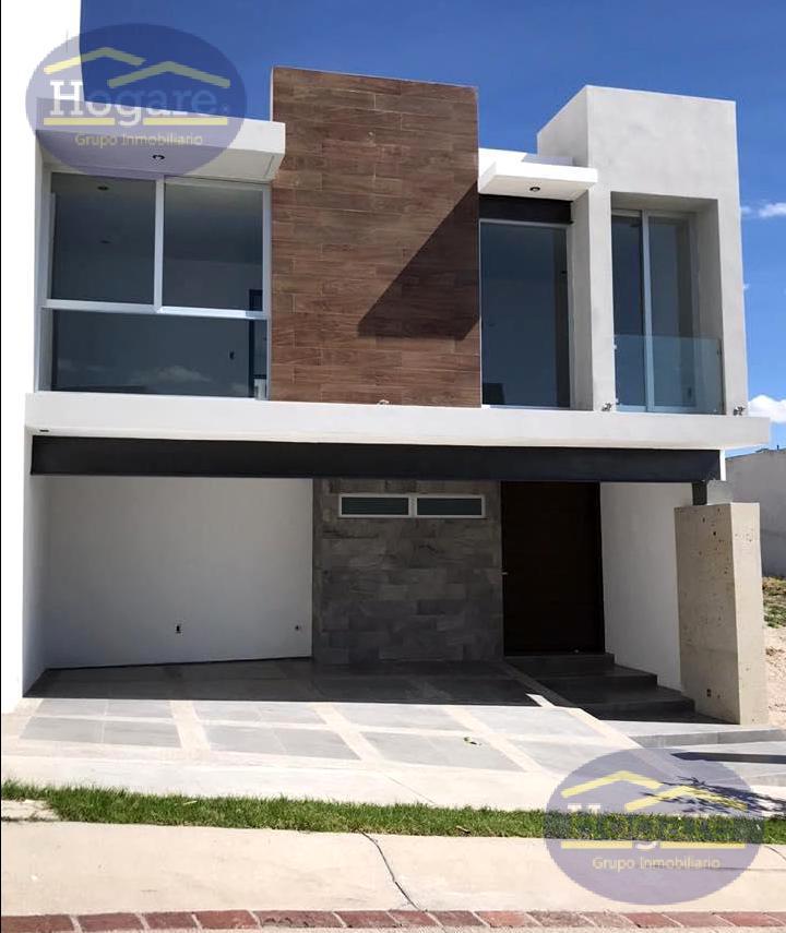 Casa Venta Nueva amplio terreno en Lomas Punta del Este León Gto.