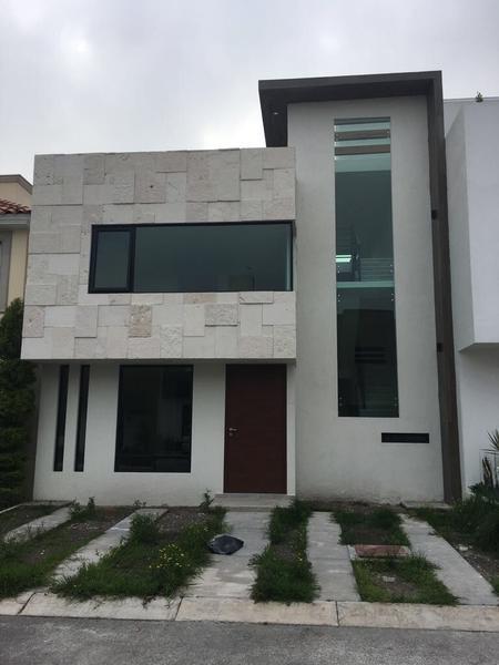 Foto Casa en condominio en Venta |  en  Hacienda San José,  Toluca  CASA EN VENTA EN FUENTES DE SAN JOSE