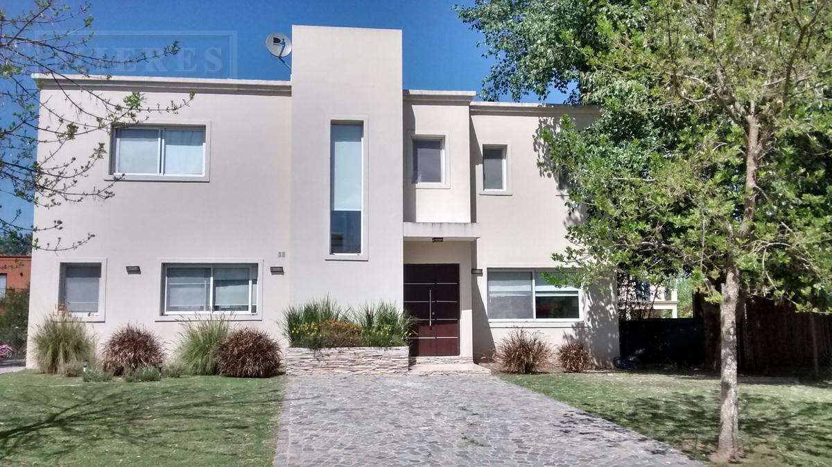 Casa en venta en  Haras Santa Maria Barrio Los Eucaliptos