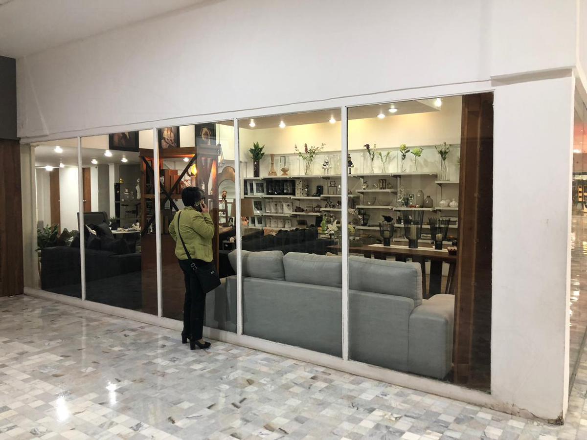 Foto Local en Renta en  Bosque de las Lomas,  Miguel Hidalgo  Local comercial a la renta en Plaza Bosques (VW)