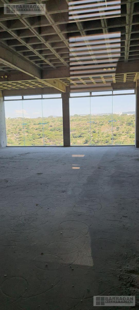 Foto Local en Venta en  Fraccionamiento El Campanario,  Querétaro  Locales u Oficinas en Venta Plaza 99 El Campanario, Querétaro