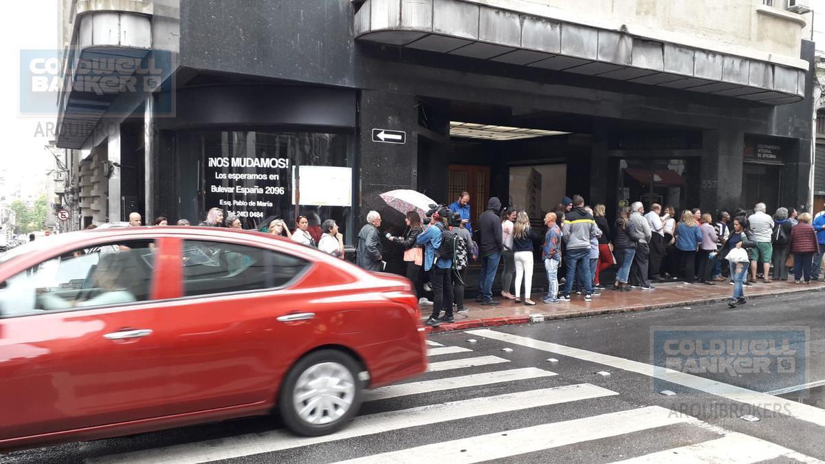 Foto Local en Venta | Alquiler en  Ciudad Vieja ,  Montevideo  Local comercial en venta y alquiler en Ciudad Vieja