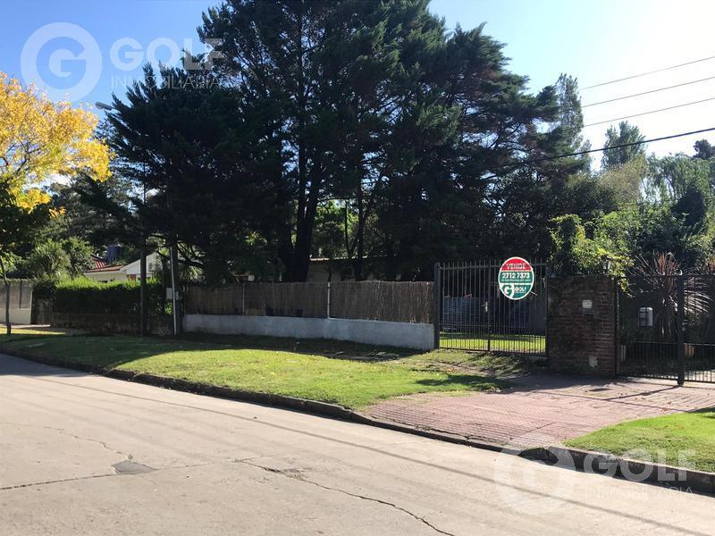 Foto Terreno en Venta en  Carrasco ,  Montevideo  Terreno de 790m2 próximo a Portones Shopping