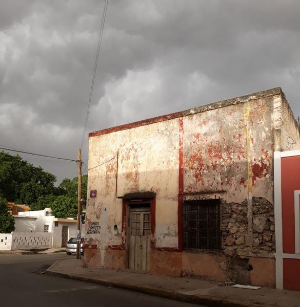 Foto Casa en Venta | Renta en  Merida Centro,  Mérida   Se Vende Casa para Remozar en Esquina de la Ermita Centro.
