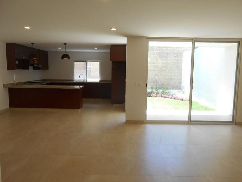 Foto Casa en Venta en  Residencial Punta del Este,  León  CASA MODERNA EN PUNTA DEL ESTE!!!