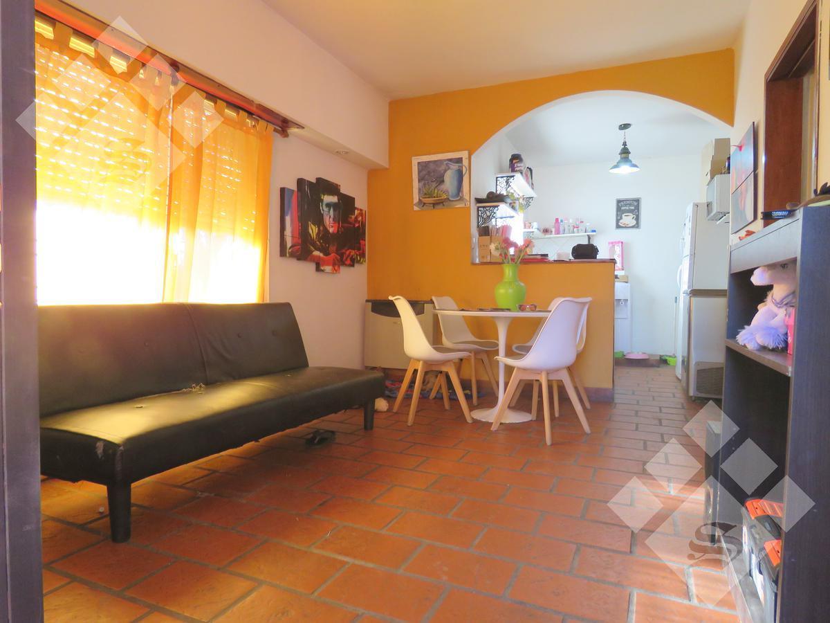 Foto Casa en Venta en  Castelar,  Moron  Florencio Sanchez 2000