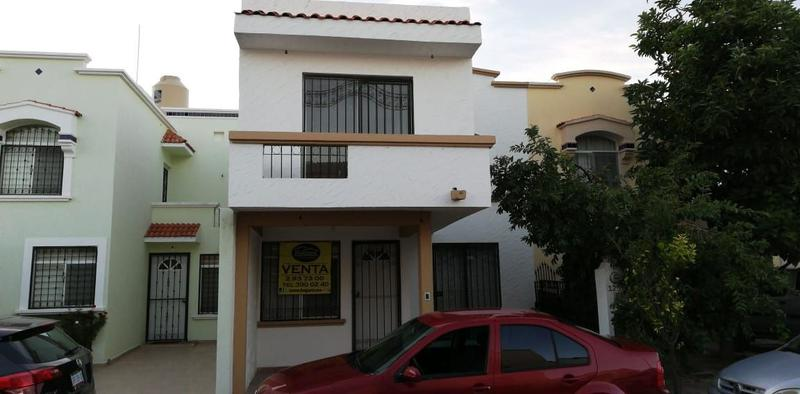 Casa en Venta en León Gto Brisas del Lago con recámara planta baja