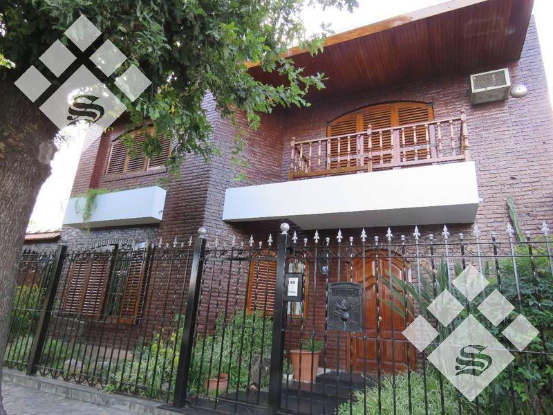 Foto Casa en Venta en  Castelar,  Moron  Martin de Irigoyen 1000