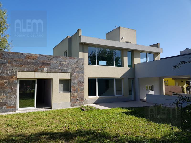 Foto Casa en Venta en  Esteban Echeverria ,  G.B.A. Zona Sur  El Centauro
