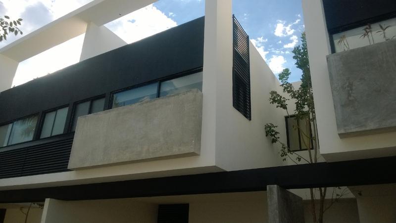 Foto Departamento en Renta |  en  Santa Rita Cholul,  Mérida  Precioso Town house en renta a 2 minutos de Altabrisa SIN MUEBLES