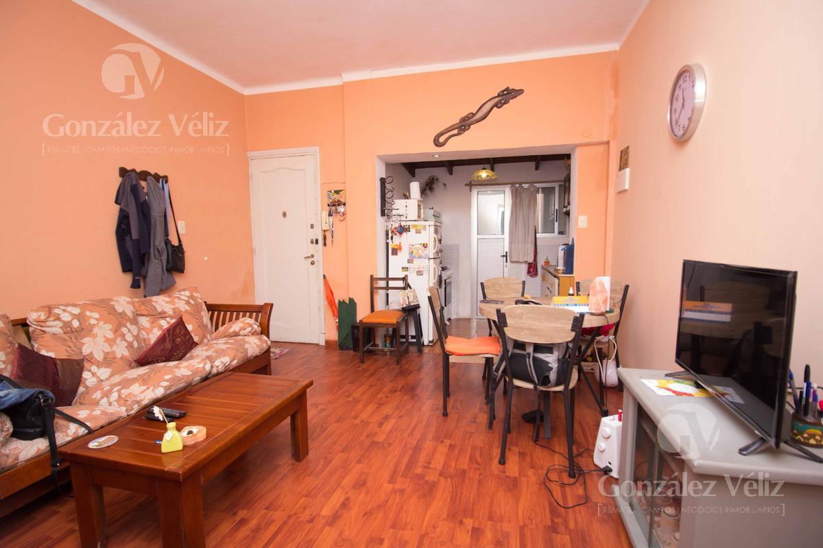 Foto Casa en Alquiler en  Montevideo ,  Montevideo  Canelones 912 y Rio Blanco