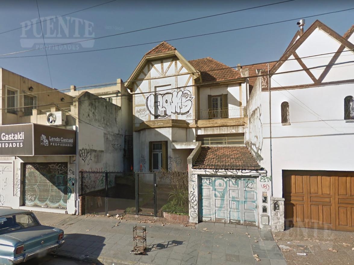 Foto Casa en Venta en  Banfield Oeste,  Banfield  Hipolito Yrigoyen 7760