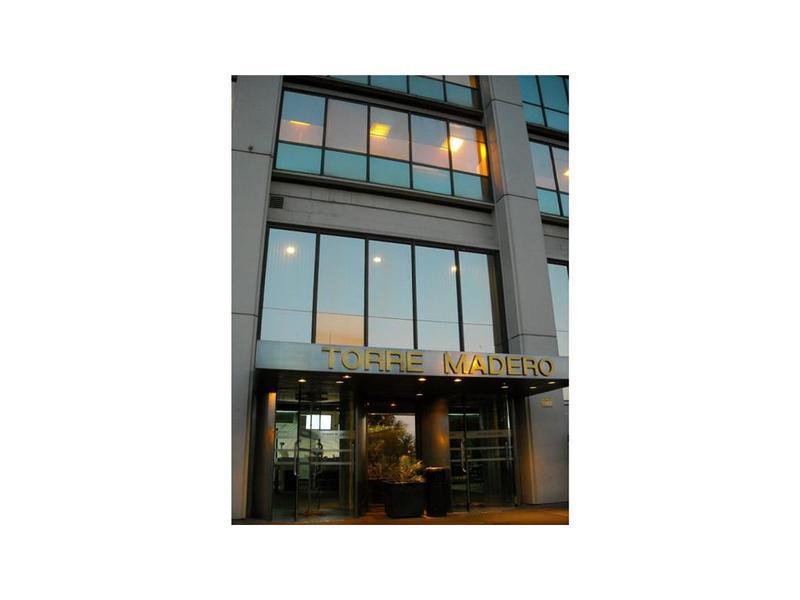 Foto Oficina en Alquiler en  Capital Federal ,  Capital Federal  Eduardo Madero al 900