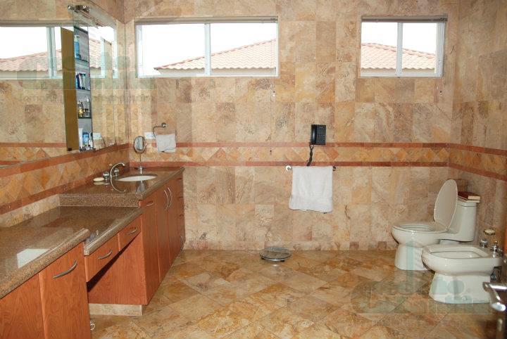 Foto Casa en Venta en  Samborondón,  Guayaquil          PRECIOSA VILLA EN URBANIZACION EXCLUSIVA  VIA SAMBORONDON!!