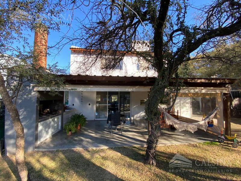 Foto Casa en Venta en  Villa Warcalde,  Cordoba Capital  Av. Los Alamos - El Rodeo