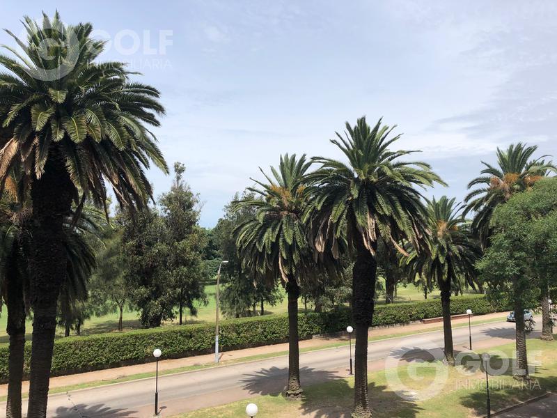 Foto Departamento en Alquiler en  Golf ,  Montevideo  Unidad de 3 dormitorios en suite y servicio completo, garaje doble