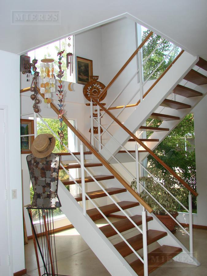 Mieres Propiedades - Casa de 425 mts. en Bermudas