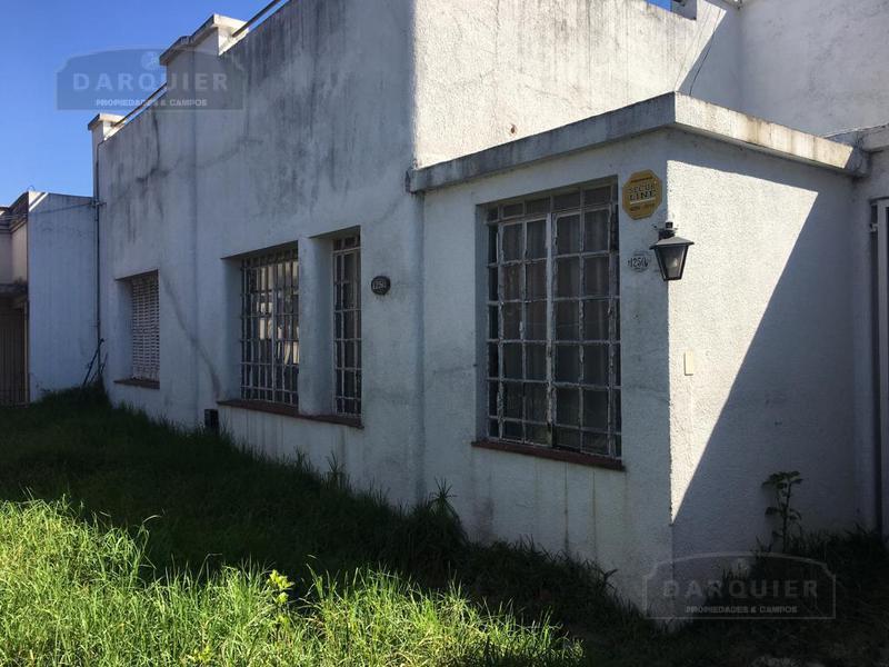 Foto Casa en Venta en  Adrogue,  Almirante Brown  AVENIDA ESPORA 1250