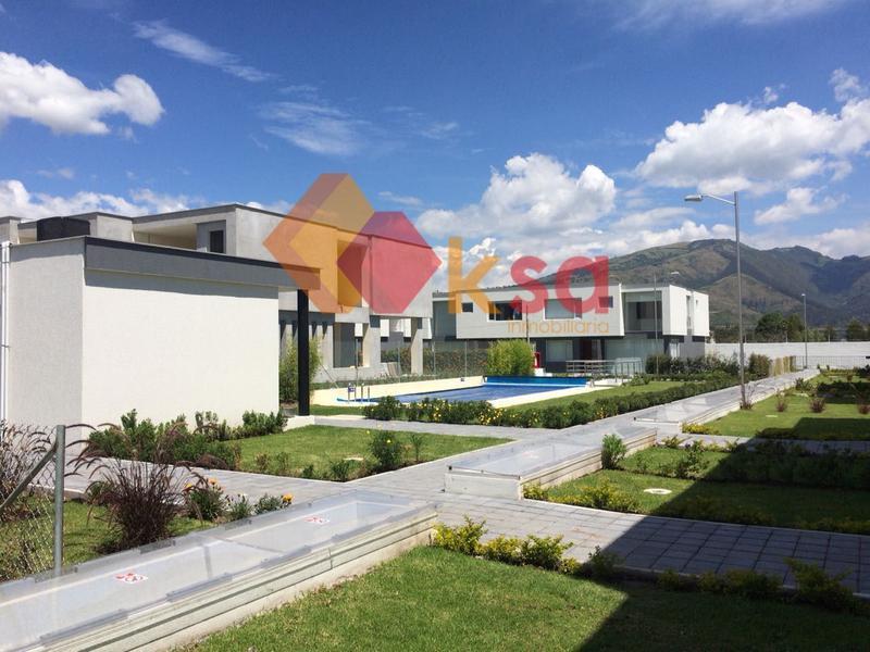 Foto Casa en Venta en  Tumbaco,  Quito  La tola