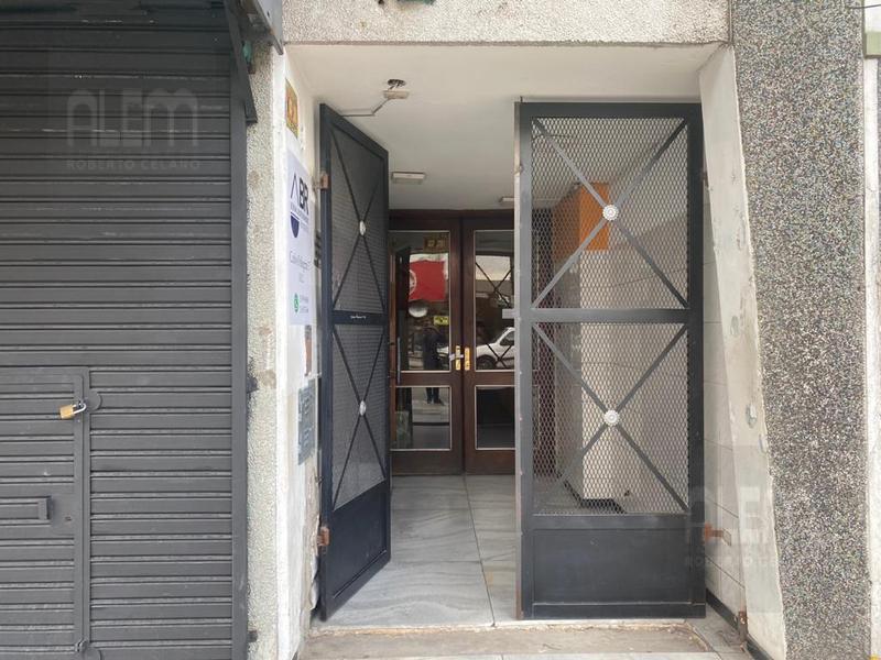 Foto Oficina en Alquiler en  Lomas de Zamora Oeste,  Lomas De Zamora  Pellegrini 57 of 8