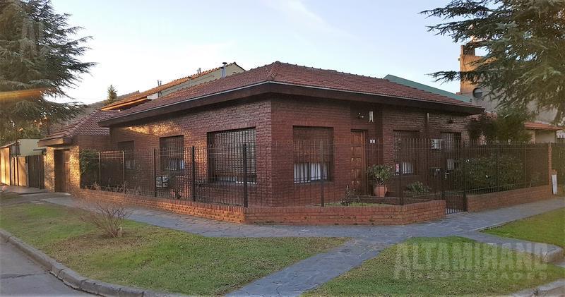 Foto Casa en Venta en  Villa Adelina,  San Isidro  El indio al 600