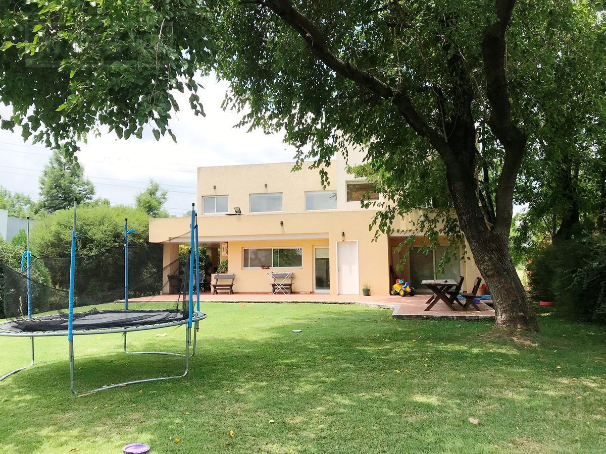 Casa de 162 mts cub y 64 mts semicub en Sausalito