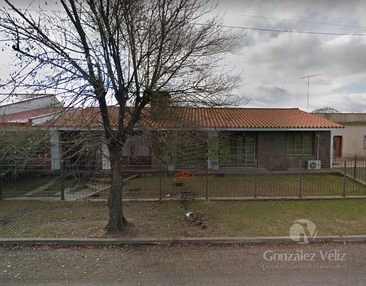Foto Casa en Alquiler en  Carmelo ,  Colonia  Defensa entre Sarandi y Mortalena