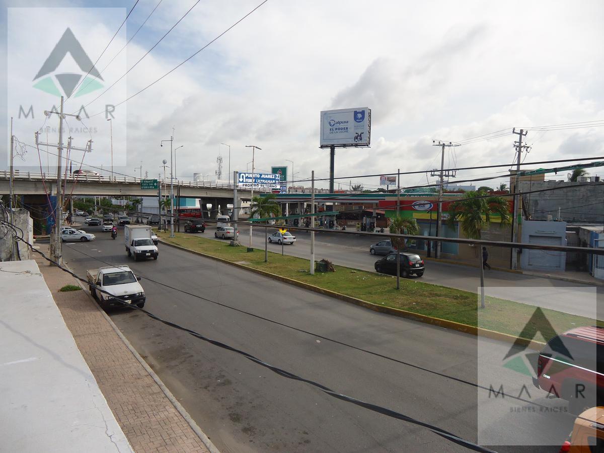 Foto Departamento en Venta en  Cancún,  Benito Juárez  Se Vende en Cancun Local con Departamentos Sobre  Av. Bonampak Sm 74
