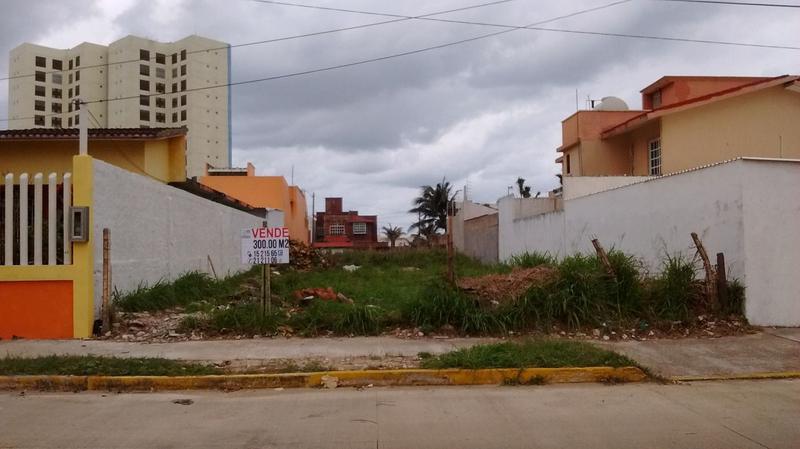 Foto Terreno en Venta en  Puerto México,  Coatzacoalcos  Juventino Rosas, lote No. 24, manzana No. 99, entre las calles de Carlos Gómez y Francisco Zarco, Colonia Puerto Mexico, Coatzacoalcos, Veracruz.