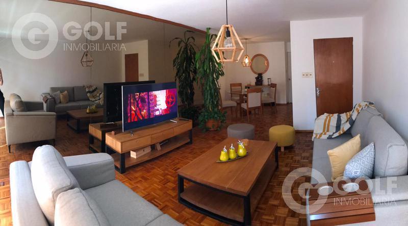 Foto Departamento en Venta en  Punta Carretas ,  Montevideo  Apartamento de 2 dormitorios con garaje para un auto
