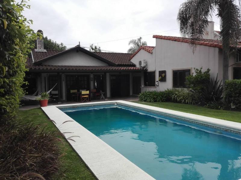 Foto Casa en Alquiler en  Castelar,  Moron  SARACHAGA