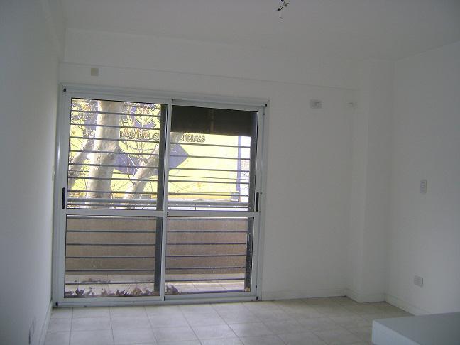 Foto Departamento en Venta en  Moron ,  G.B.A. Zona Oeste  Independencia 182