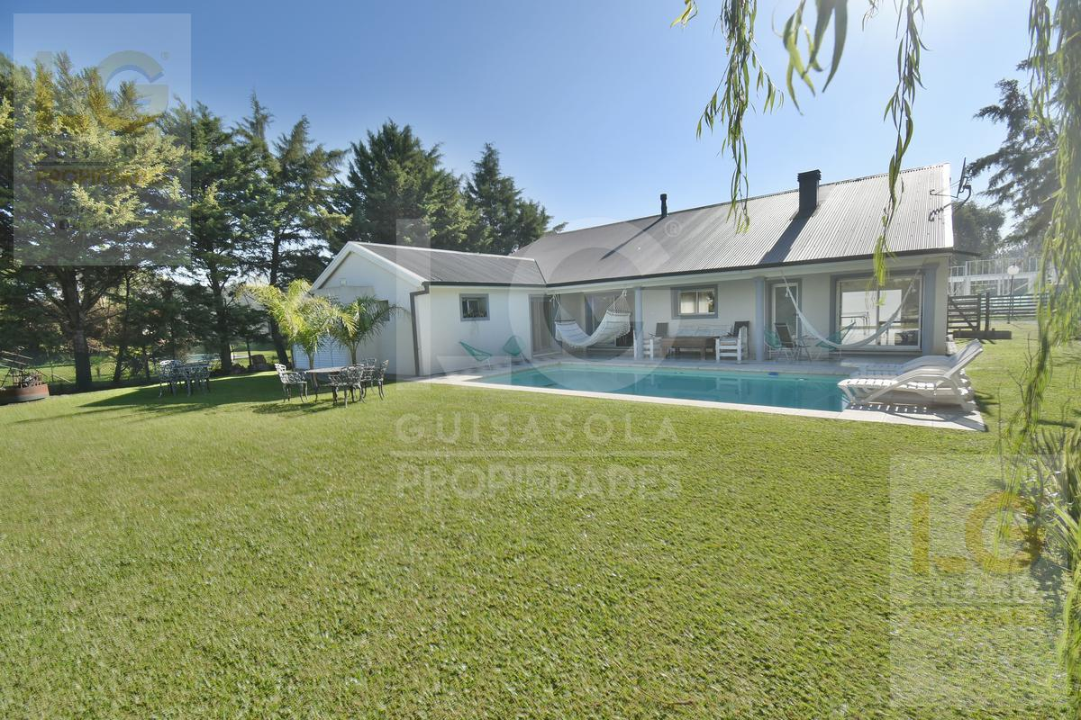 Foto Casa en Venta en  Countries/B.Cerrado (Berazategui),  Berazategui  La Candida